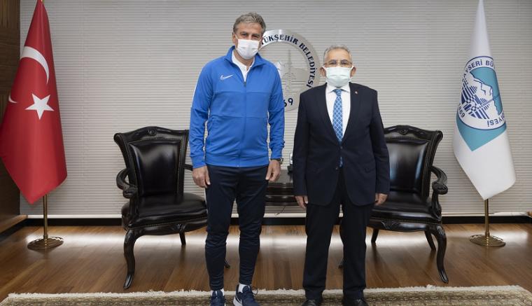 Kayserispor Teknik Direktörü Hamzaoğlu'ndan Büyükşehir Belediye Başkanı Büyükkılıç'a ziyaret