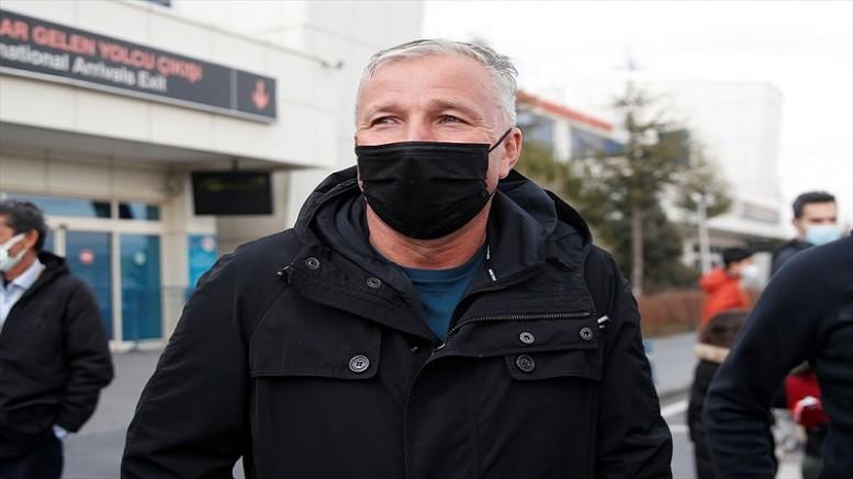 Kayserispor'un prensipte anlaşdığı Rumen teknik direktör Dan Petrescu, Kayseri'ye geldi