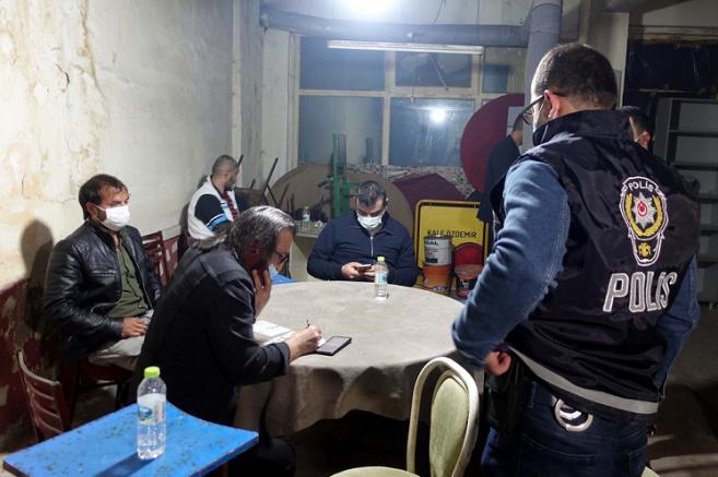 Kovid-19 tedbirlerini ihlal ederek oyun oynayan 17 kişiye 106 bin 250 lira ceza kesildi