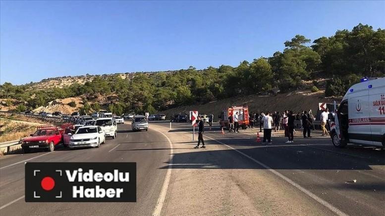 Mersin'de askerleri taşıyan otobüs devrildi 5 asker şehit oldu