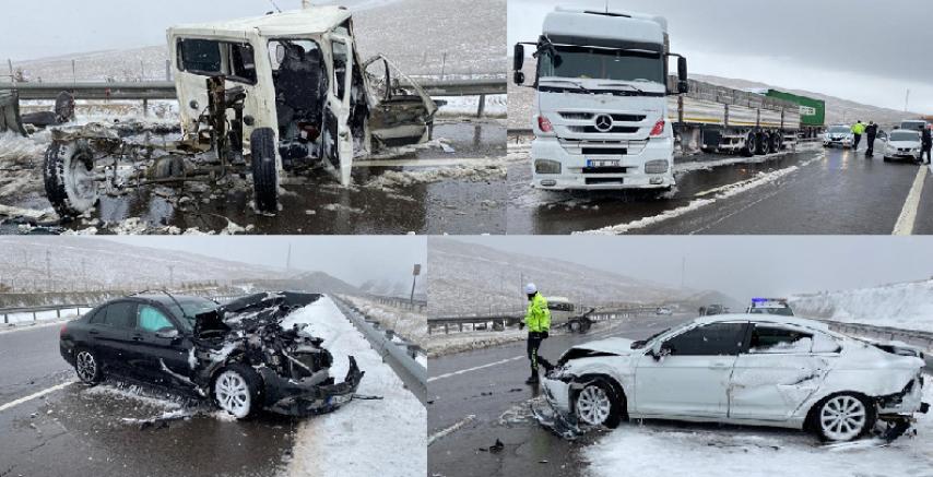 Niğde-Adana Otoyolu'ndaki zincirleme trafik kazasında 5 kişi yaralandı