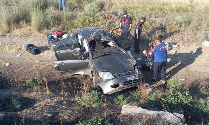 Otomobil şarampole devrildi hurdaya dönen araçtaki 4 kişi yaralandı