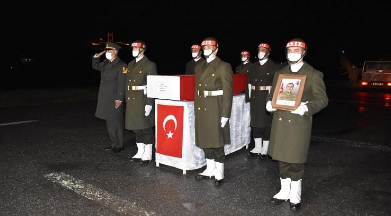Pençe-Yıldırım Operasyonu'nda şehit olan asker için Hakkari'de tören düzenlendi