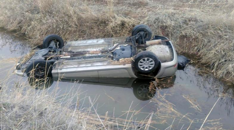 Pınarbaşı ilçesinde sulama kanalına devrilen otomobildeki aynı aileden 4 kişi öldü