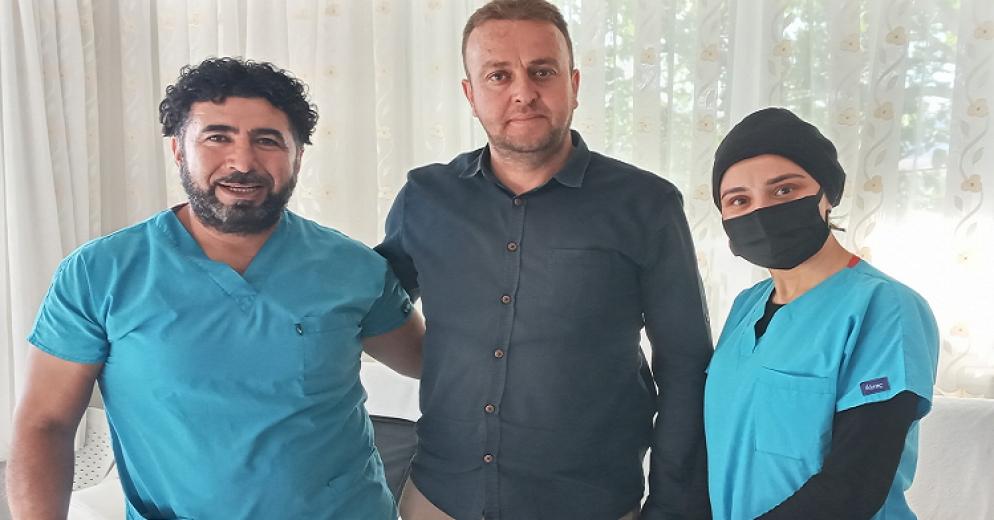 Sarız'da Bahçeli mahallesi muhtarı Canpolat mahallesindeki çocukları sünnet ettirdi