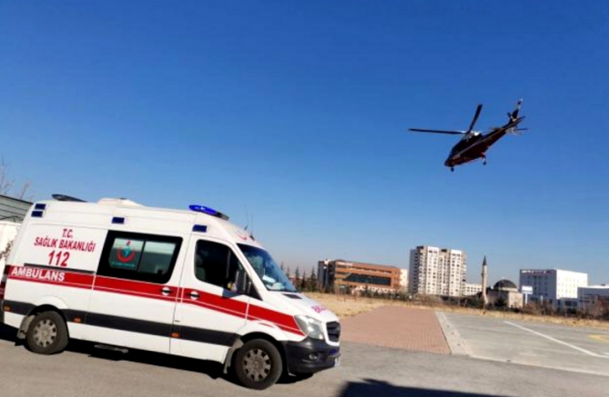 Sarız'da parmağı kopan ve kalp krizi geçiren iki hasta Kayseri'ye nakledildi