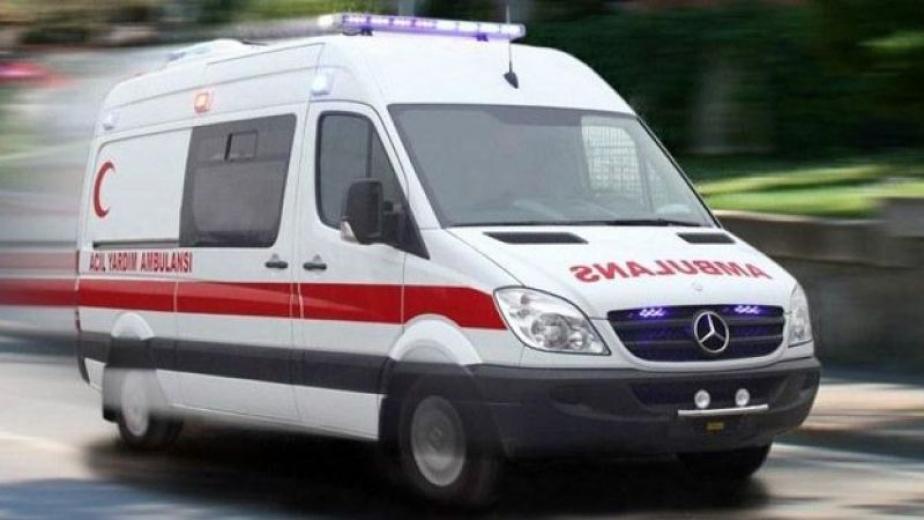 Sarız entegre hastane ambulansına tır çarptı: 1kişi yaralandı