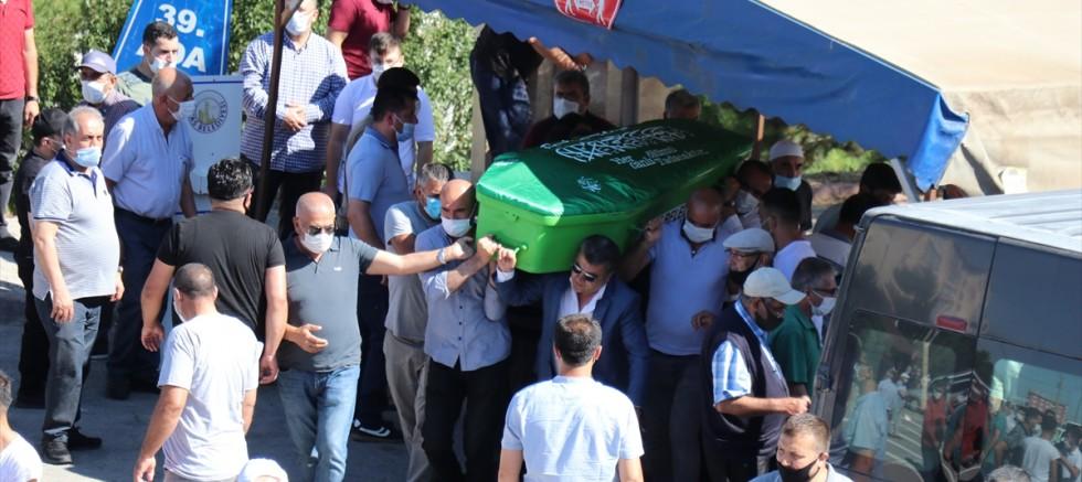 Sivas'ta öldürülen aynı aileden 4 kişinin cenazeleri toprağa verildi
