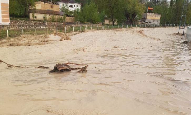 Sivas'ta sağanak ve dolu tarım arazilerinde hasara neden oldu