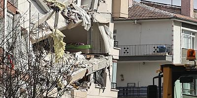 Çankaya'da çökme riski bulunan bina  yıkılıyor