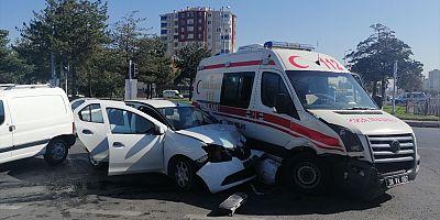 Kayseri'de Otomobil ambulansla çarpıştı: 6 yaralı