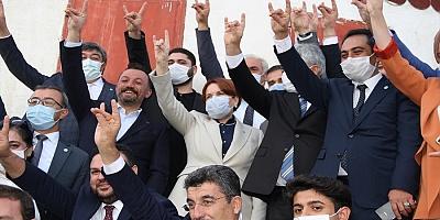 Meral Akşener Kayseri parti teşkilatı üyeleriyle bir araya geldi