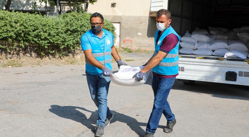 Talas Belediyesi ekip biçti ,un yapıp dağıttı