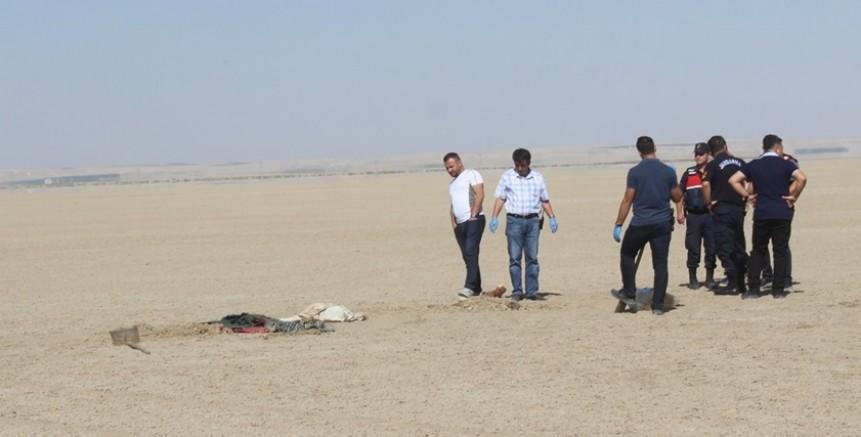 Toprağa gömülü erkek cesedi bulundu
