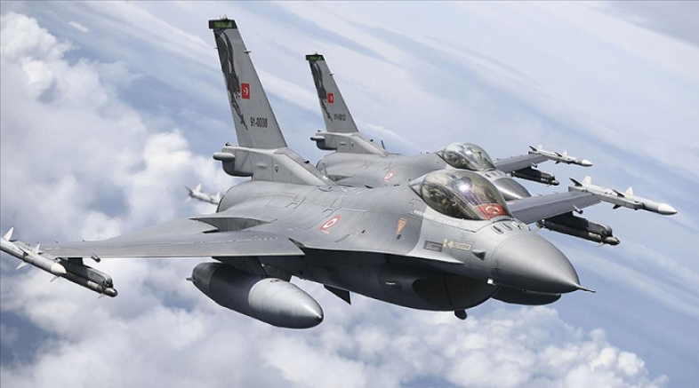 Türk F-16 savaş uçakları Polonya semalarında