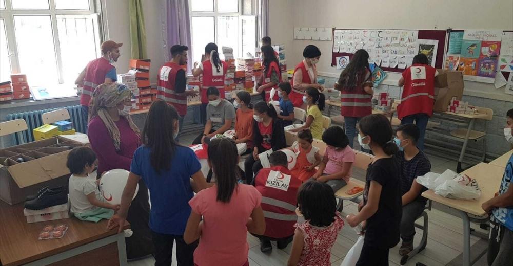 Türk Kızılay Kocasinan Şubesi'nden çocuklara bayramlık hediyesi