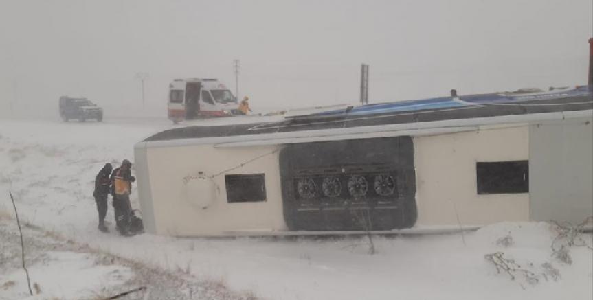 Yolcu otobüsü devrildi 1'i ağır 6 kişi yaralandı