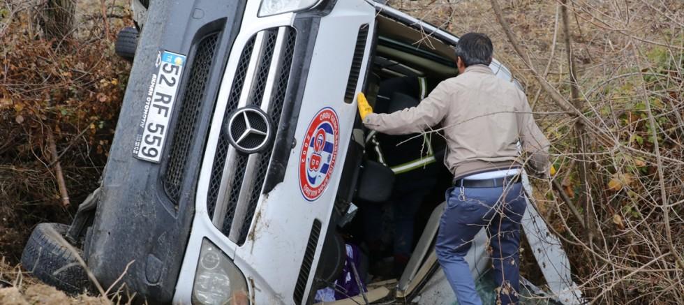 Yozgat 'ta sporcuları taşıyan minibüs devrildi