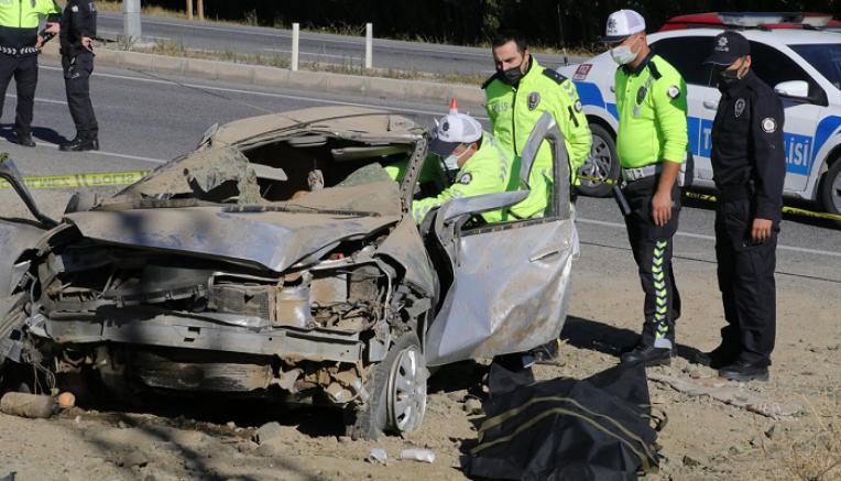 Yozgat'ta trafik kazasında sürücü öldü, eşi yaralandı