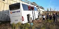 Kuzey Marmara Otoyolu'da yolcu otobüsü üst geçide çarptı